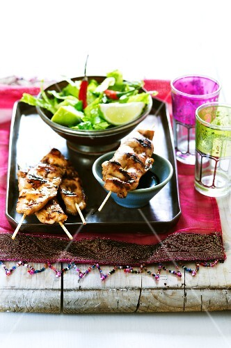Oriental chicken sate with soy sauce and salad