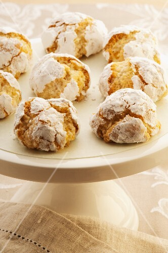 Orange and almond snowballs