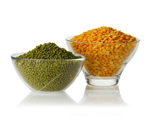 Mungo beans and yellow split peas in glass bowls