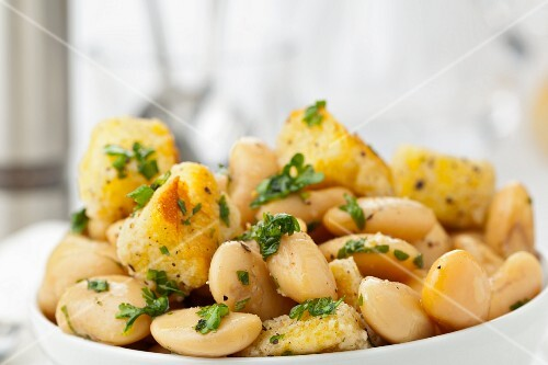 Tuscan bread salad with white broad beans