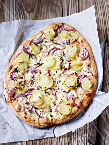 Potato and onion pizza