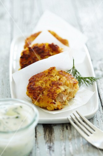 Cod cakes with tartare sauce