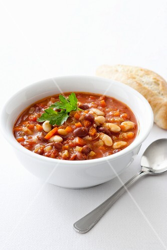 Bean-tomato soup with vegetables