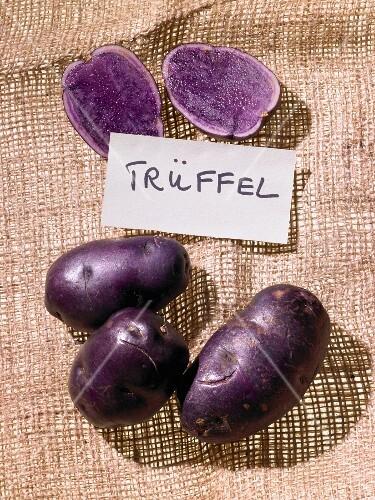 Truffle potatoes on a jute sack