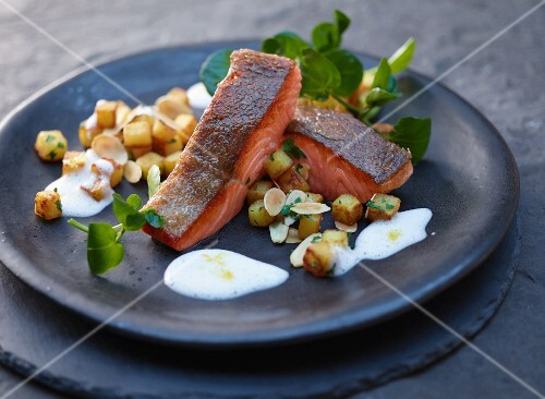 Salmon trout with a white wine sauce and crispy potatoes
