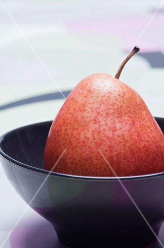 A pear in a bowl