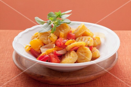 Gnocchi alla susana (gnocchi with tomatoes, pepper and marjoram)