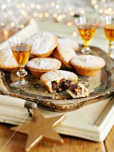 Mince pies and dessert wine (Christmas)