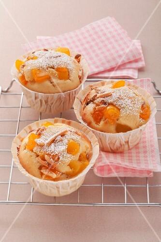 Apricot muffins with corn semolina