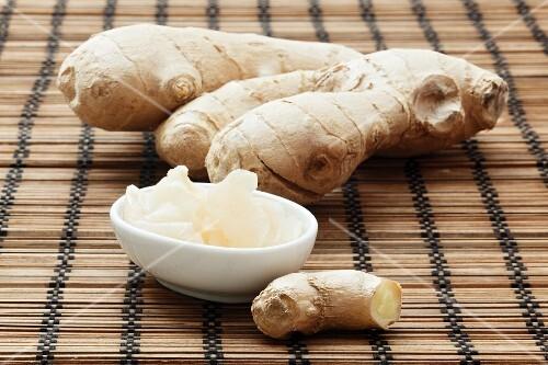 Preserved ginger and fresh ginger