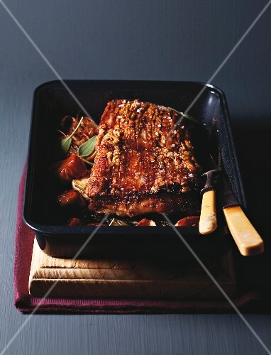 Crackling roast of pork with apple and fennel seeds