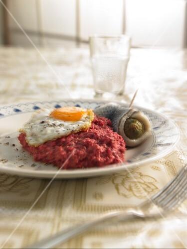 Labskaus mit Rollmops und Spiegelei zum Katerfrühstück