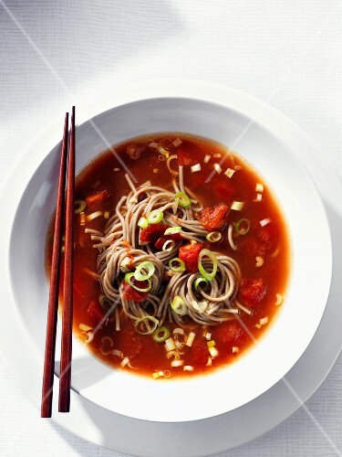 Tomato soup with soba noodles and spring onions (Asia)