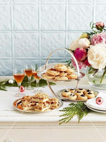 A cake buffet with dessert wine for Christmas