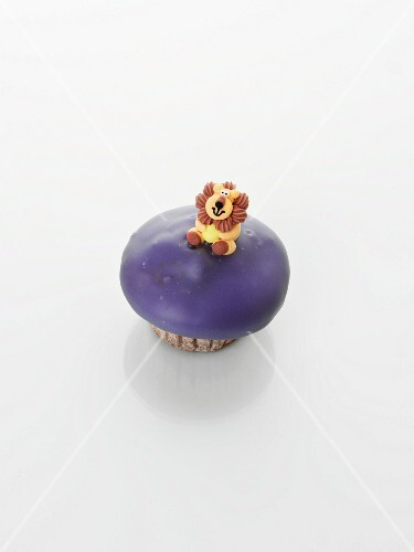 A cupcake decorated with a lion