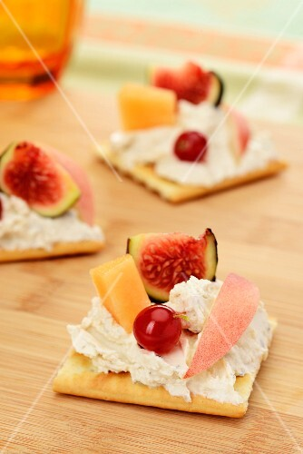 Canapes with cheese cream and fruit