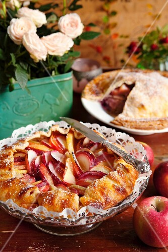 Apple pie with red apples
