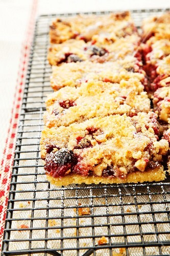Raspberry and almond slice topped with crumbles