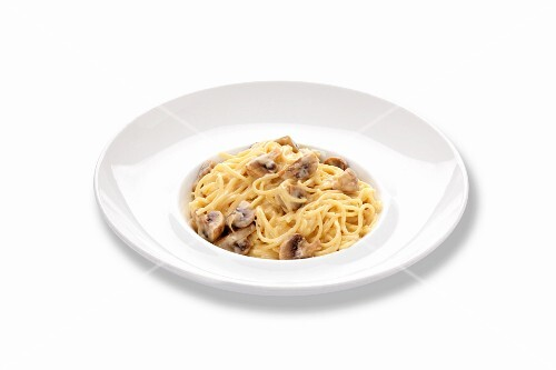Spaghetti with mushrooms and a creamy sauce