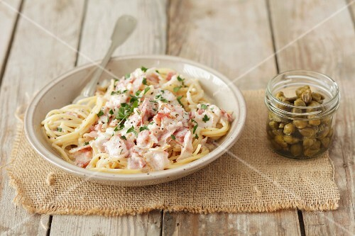 Spaghetti carbonara with capers