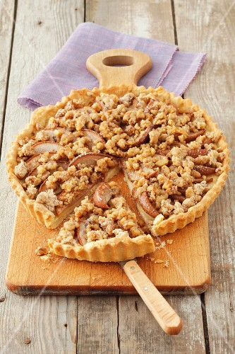 Apple tart with crumbles