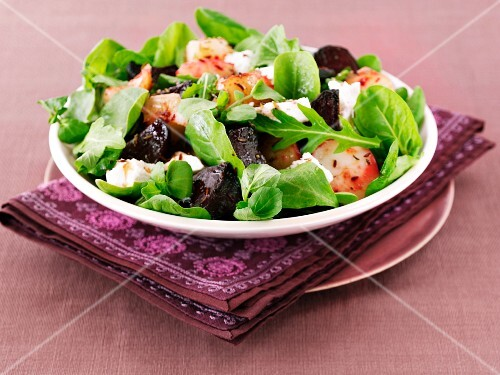 Beetroot with potatoes, mixed leaf salad and sheep's cheese
