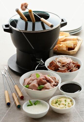 Fondue bourguignonne (French meat foundue)