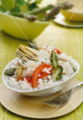 Risotto vegetale (risotto with asparagus, tomatoes and artichokes)