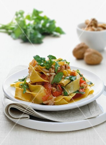 Tagliatelle with tomatoes and nuts