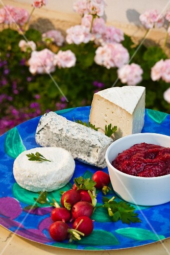 A cheese platter with rhubarb chutney (Sweden)