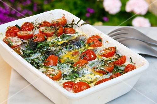 Herring bake with tomatoes and dill (Sweden)