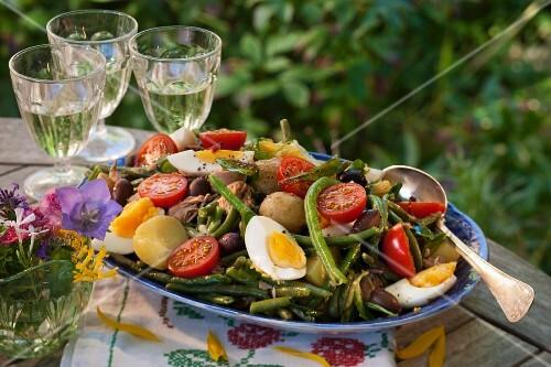 Salad Niçoise with green beans, tuna and egg