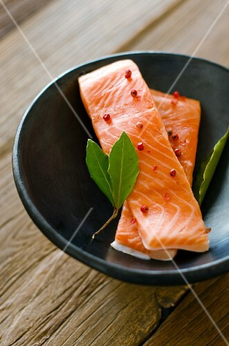Salmon fillets with pink peppercorns