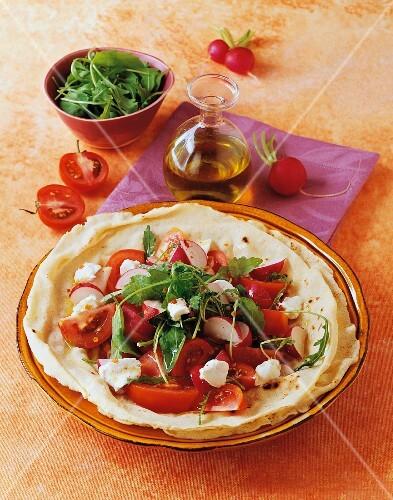 Pane carasau con l'insalata (flatbread with tomato salad)