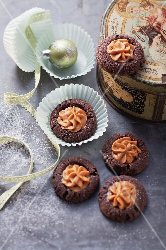 Chocolate caramel biscuits
