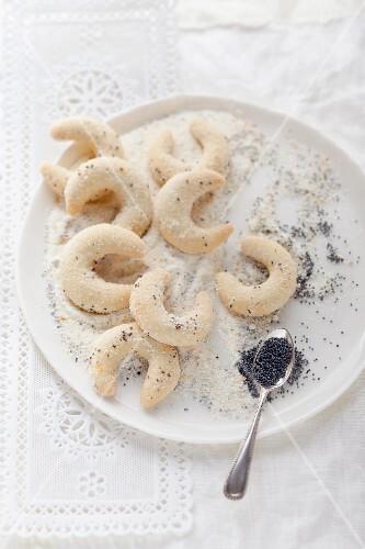 Vanillekipferl (cresent-shaped vanilla biscuits) with poppy seeds