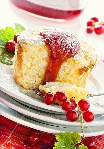 Rice bake with redcurrant sauce