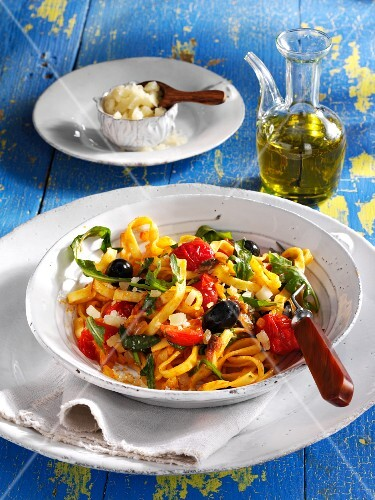 Fettuccine with rocket and tomatoes