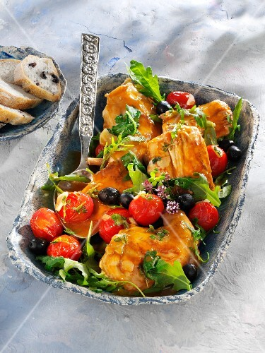 Rabbit in thyme sauce with rocket and olives