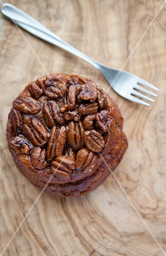 A sticky bun topped with pecan nuts (USA)