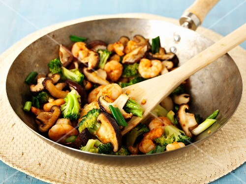 Stir-fried mushrooms with prawns and broccoli (Asia)