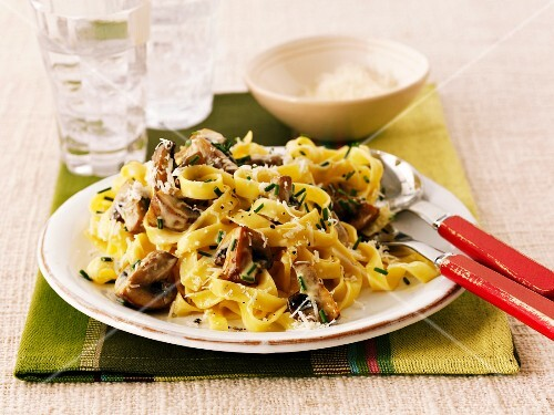 Tagliatelle with mushrooms and cheese