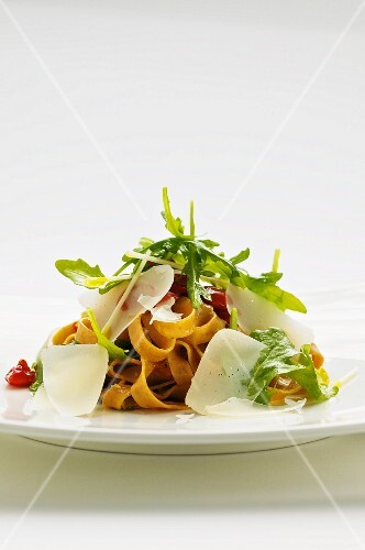 Spelt pasta with cherry tomatoes, rocket and Parmesan