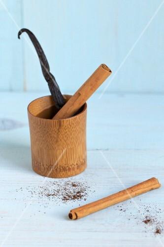 A vanilla pod and cinnamon sticks
