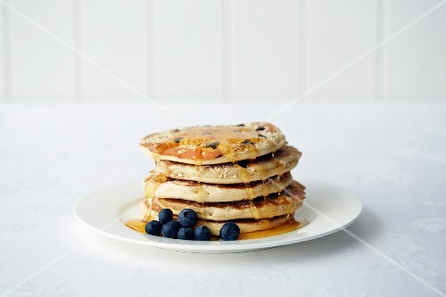 Oat pancakes with blueberries