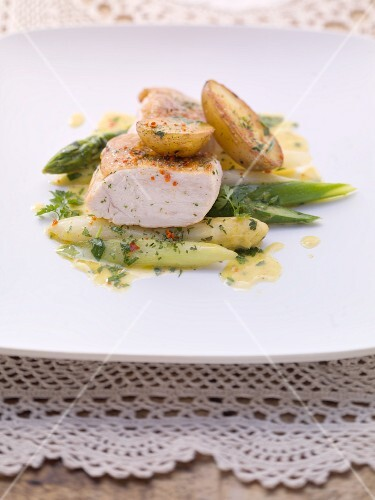 Roast chicken breast with fried potatoes and asparagus salad