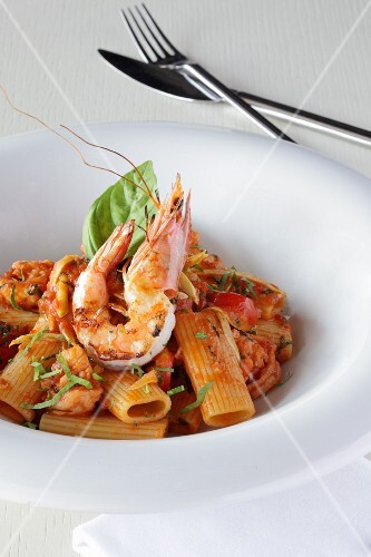 Pasta with king prawns, tomato sauce and basil