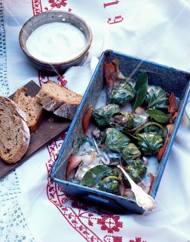 Coltsfoot rolls with bread