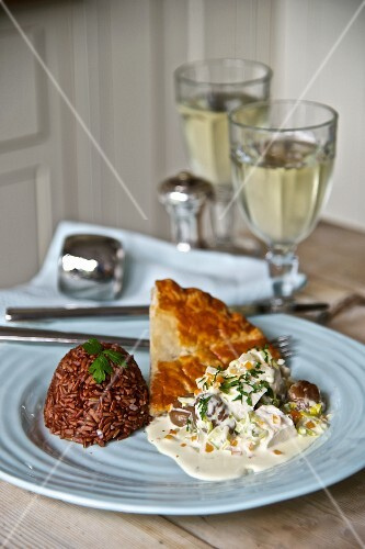 Chicken pie with chestnuts and red rice