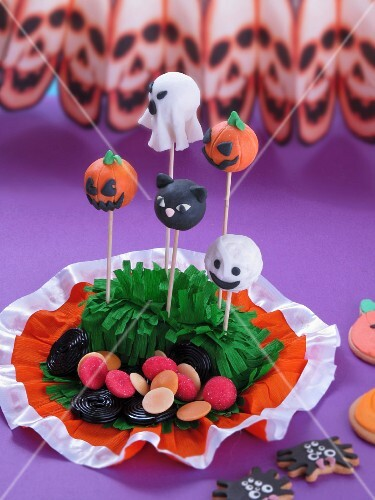 Cake pops and sweets for Halloween